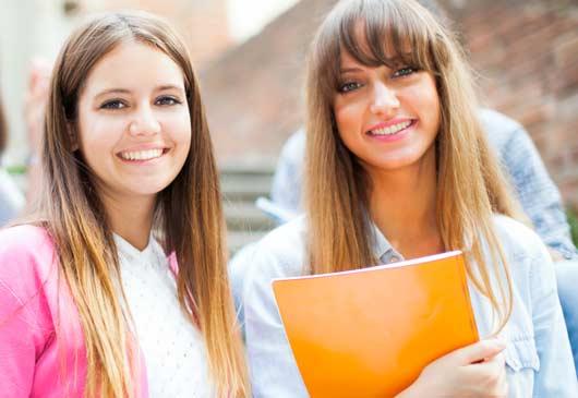 Etudiantes souriantes - Concours Tremplin