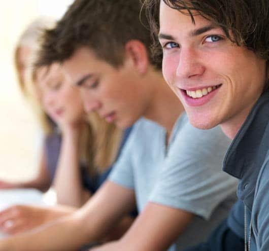 Etudiant souraint et confiant à ses examens